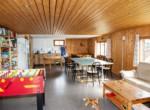 11 Aufenthaltsraum mit Küche und Spielsachen-min